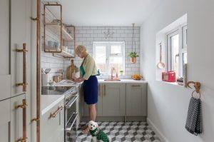 maxine-brady-and-teddy-in-her-kitchen